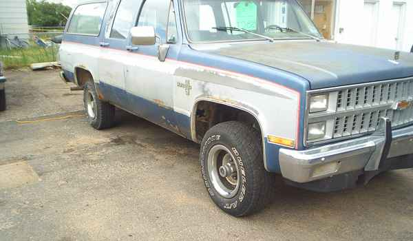 1981-Chevy-Suburban-rt.JPG