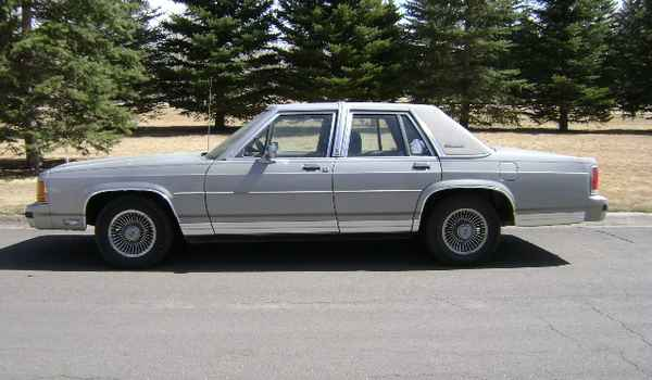 1988-Ford-Ltd-lft-191603.JPG