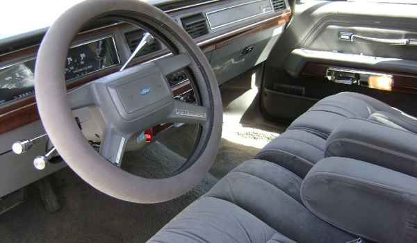 1988-ford-ltd-int-191603.JPG