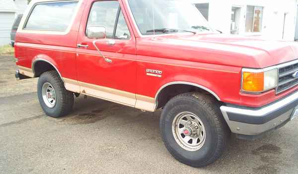 1989-Ford-Bronco-Eddie-Baur-rt.JPG