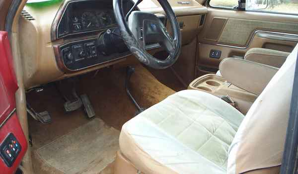 1989-Ford-Bronco-Int-A16306.JPG