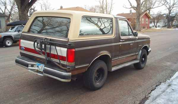 1989-Ford-Bronco-rear-A16306.JPG