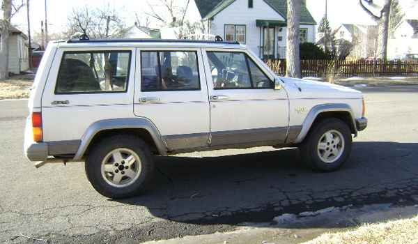 1991-Jeep-Cherokee-rt-563627.JPG