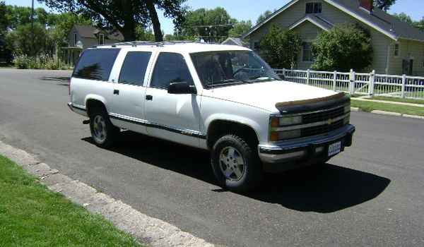 1992-Chevy-Suburban-rt-312896.JPG