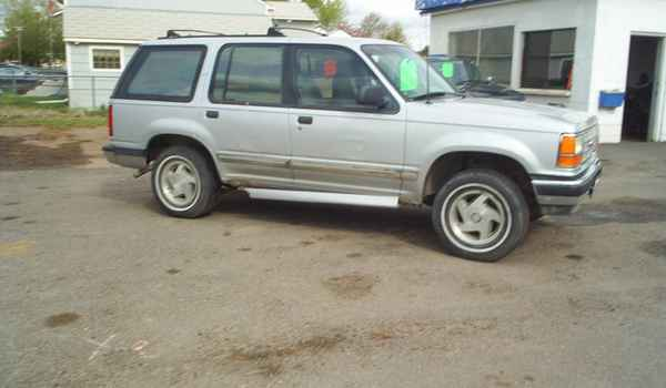 1993-Ford-Explorer-a67559-rt.JPG