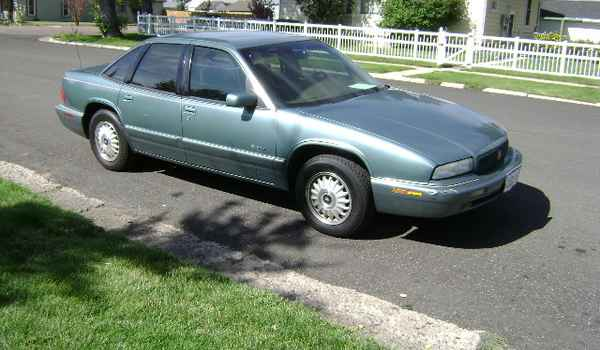 1995-Buick-Regal-rt-428087.JPG