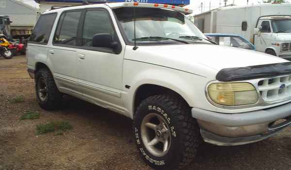 1995-Ford-Explorer-XLT-rt.JPG