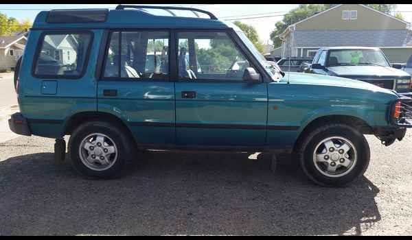 1995_Land_Rover_Discovery-14426810834.jpg
