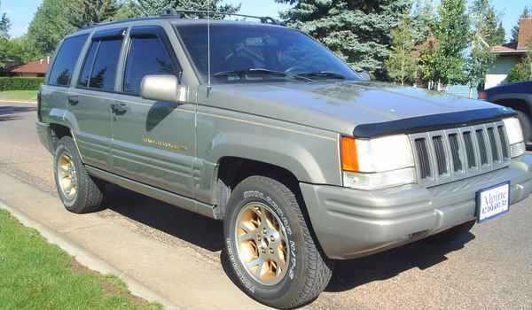 1996-Jeep-GrandCherokee-Limited-rt.JPG
