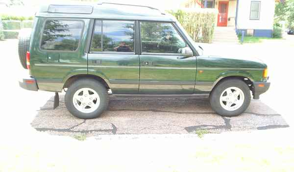 1996-Land-Rover-Discovery-SE-rt.JPG