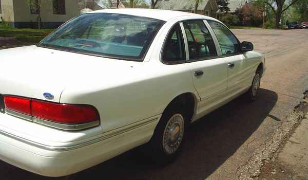 1997-Ford-Crown-Victoria-P71-rr.JPG