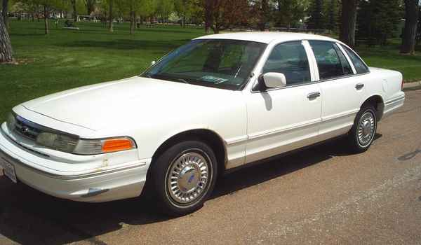 1997-Ford-Crown-Victoria-P71.JPG