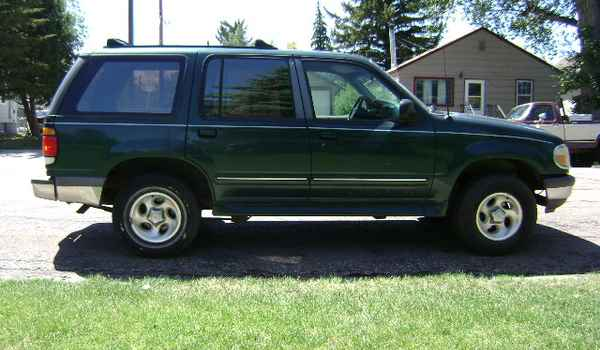 1997-Ford-Explorer-rt-A12272.JPG
