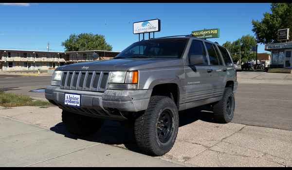 1997_Jeep_Grand_Cherokee_Laredo-14426794120.jpg