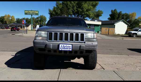 1997_Jeep_Grand_Cherokee_Laredo-14426794131.jpg