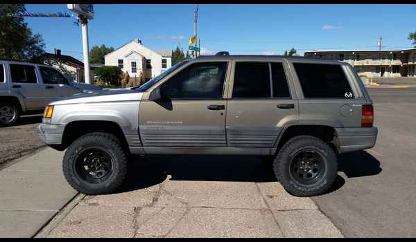 1997_Jeep_Grand_Cherokee_Laredo-14426794132.jpg
