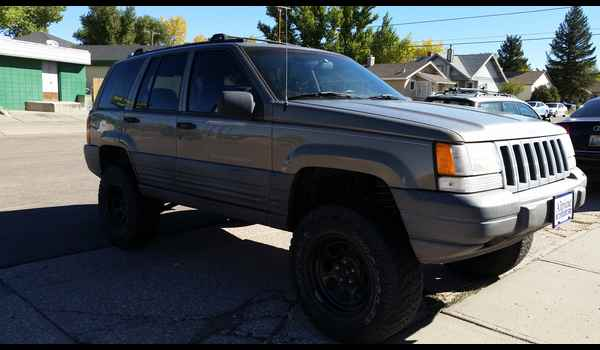 1997_Jeep_Grand_Cherokee_Laredo-14426794135.jpg