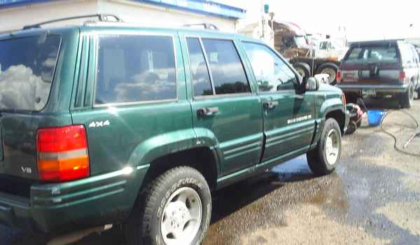 1998-Jeep-GrandCherokee-Larado-rt.JPG