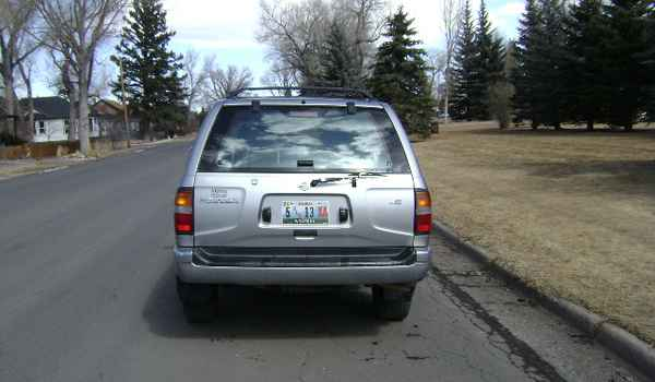 1998-Nissan-Pathfinder-rear-256206.JPG