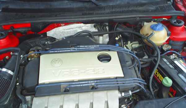 1998-VW-Jetta-GLX-engine.JPG
