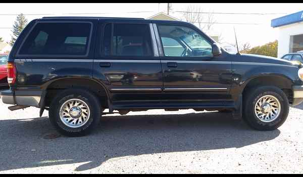 1998_Ford_Explorer_Limited_AWD-14771574474.jpg