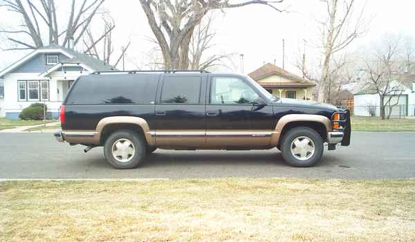 1999-Chevy-Suburban-rt-557359.JPG