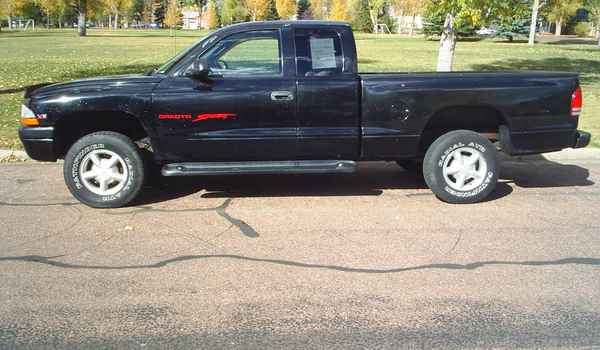 1999-Dodge-Dakota-V6-lft.JPG