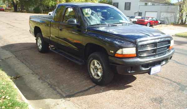 1999-Dodge-Dakota-v6.JPG