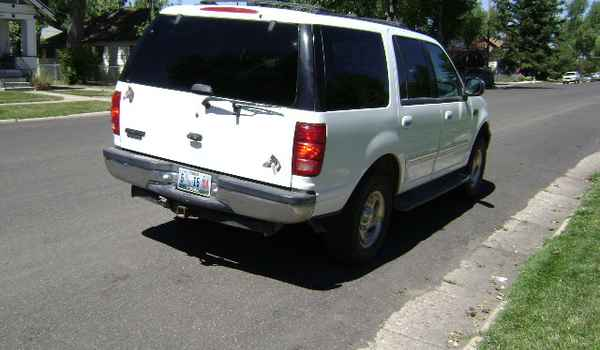 1999-Ford-Expedition-XLT-rr-A23881.JPG