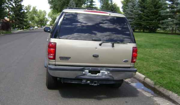 2000-Ford-Expedition-rear-B28172.JPG