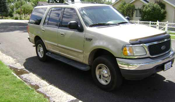 2000-Ford-Expedition-rt-B28172.JPG