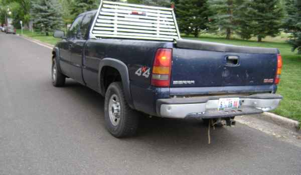 2000-GMC-Sierra-2500-rear-201589.JPG