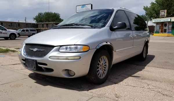2000_Chrysler_Town_and_Country_AWD-15003239160.jpg