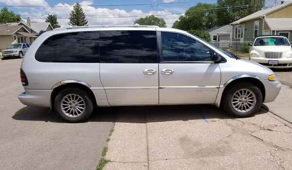 2000_Chrysler_Town_and_Country_AWD-15003239163.jpg