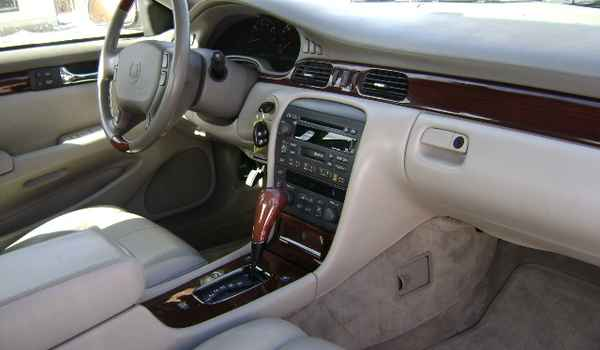2001-Cadillac-Seville-STS-int-270099.JPG