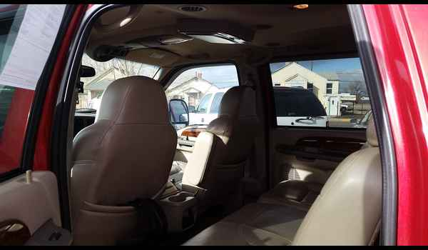 2001_Ford_Excursion_Limited-14780178986.jpg