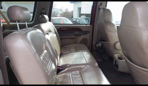 2001_Ford_Excursion_Limited-14780178988.jpg