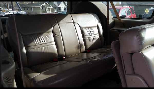 2001_Ford_Excursion_Limited-14780178989.jpg