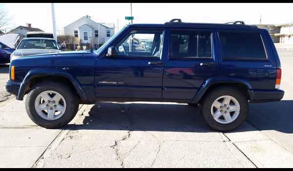 2001_Jeep_Cherokee_Limited-14895079002.jpg