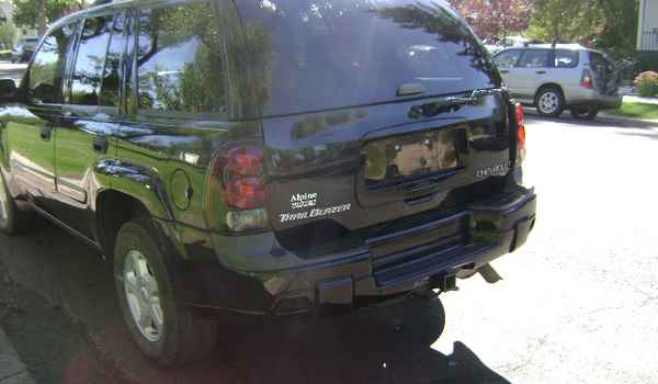 2002-Chevy-Trailblazer-rear-255044.JPG