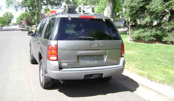 2002-Ford-Explorer-XLS-rear-C24044.JPG