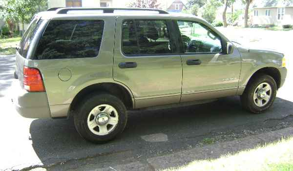 2002-Ford-Explorer-XLS-rt-C24044.JPG