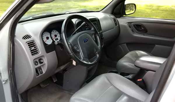 2002-Ford-escape-int-d24545.jpg