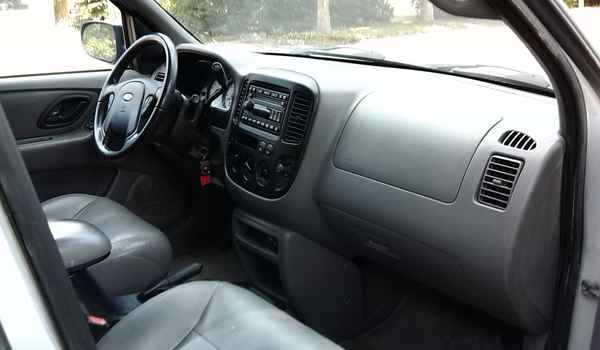 2002-Ford-escape-int4-d24545.jpg