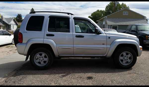 2002_Jeep_Liberty_Limited-14423414774.jpg