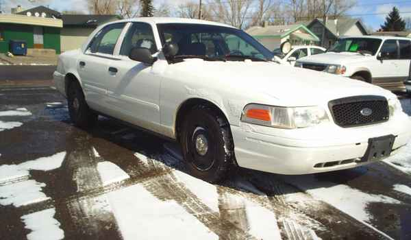 2004-Ford-Crown-Victoria-P71-Police-Interceptor-rt.JPG