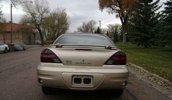 2004-Pontiac-Grand-AM-rear-593878.JPG