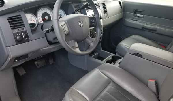 2004_Dodge_Durango_Limited_4x4_5.7-15360995095.jpg
