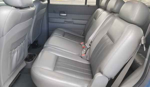 2004_Dodge_Durango_Limited_4x4_5.7-15360995097.jpg