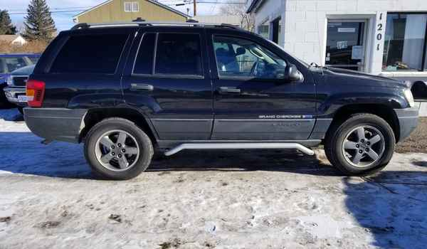 2004_Jeep_Grand_Cherokee_Freedom_Edition-15448212813.jpg